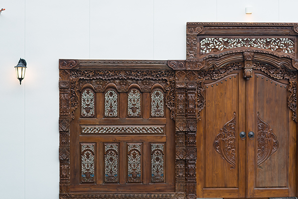 インドネシアの職人が3ヶ月かけて製作した門扉。驚きの一言に尽きます!ぜひご覧になってみてください。
